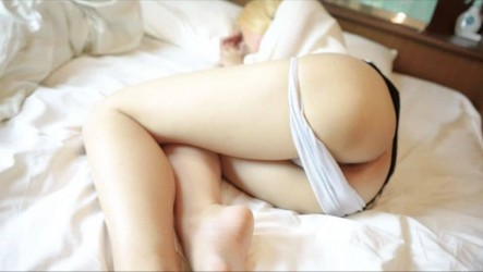 FC2PPV-1026023 金髪美女レイヤーの寝顔にムラムラしちゃったから勃起チンポをパイパンにパコり 素人個人撮影オリジナル