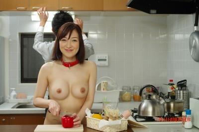 FC2PPV-1205227 【無】裸の全裸妻 「なんでも言うことを訊く変態な妻なんです」