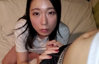 FC2PPV-2237019 【顔晒し】スレンダー色白な清楚妻。友人を呼んで複数人で公衆トイレで無理やり犯す。特典で顔晒しの3P映像を配布してます。(2作品合計84分)